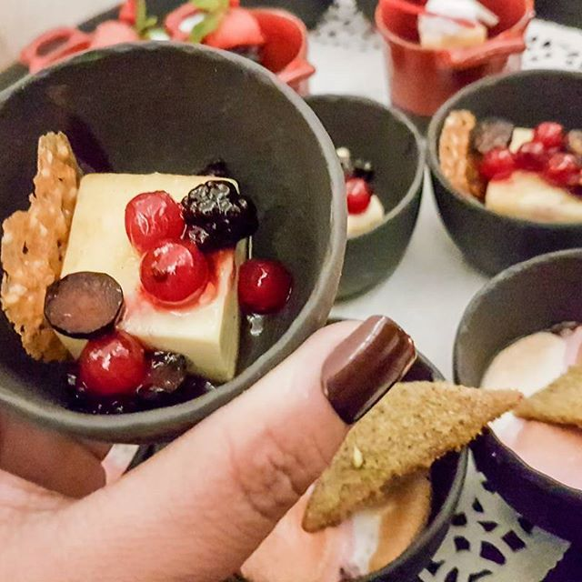 These sweet delicacies are from the newly launched #dxbgrillaunch @millairportdxb. They serve some of the best Grills in town and have a lavish spread Buffet for you. #dubaifoodblogger #uaefoodblogger #theshazworld #food #foodporn #yum #instafood #socialenvy #shopstemdesigns #yummy #amazing #instagood #photooftheday #dinner #lunch #breakfast #tasty #food #delish #delicious #eating #foodpic #foodpics #eat #hungry #foodgasm #hot #foods